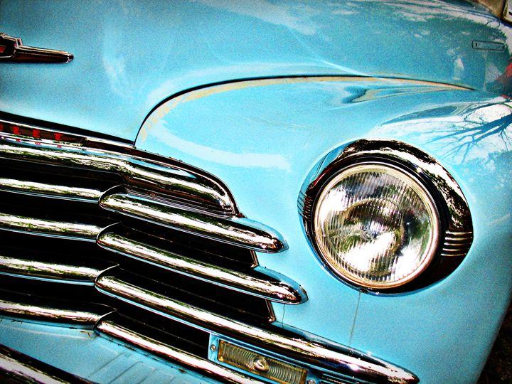 Blue Chevrolet truck headlight - Felix Padrosa