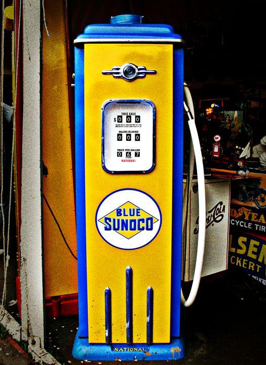 Blue Sunoco vintage gas pump - Felix Padrosa