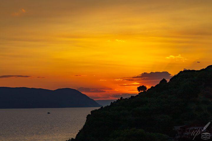 Broken Sunset Declined &.…—G Seferis - IC Papachristos, MD