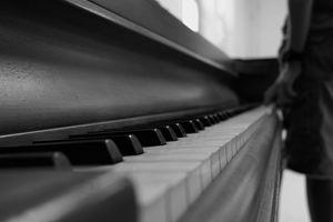 Abandoned piano - Myrna Valdez