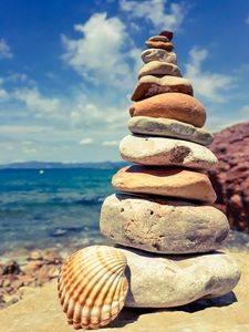 Balancing stones against the sky