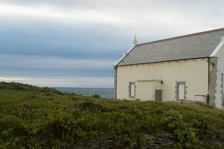 Coastal Building - Luke Thompson