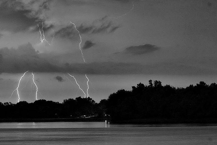 Lightning Strike 2 - PhillySnaps