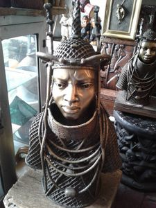 Oba of Benin Bronze Sculpture - Ferichi Gallery