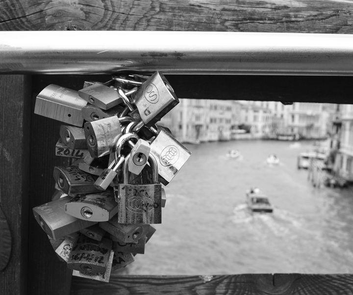 Bridge locks - Wardululu Alsaffar