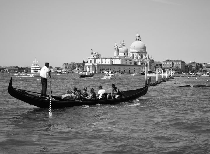 Floating in Venice - Wardululu Alsaffar