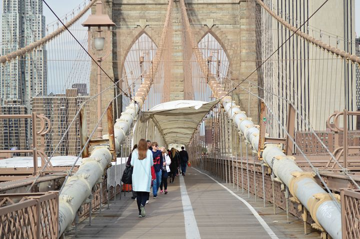 Walk over Brooklyn Bridge - Wardululu Alsaffar