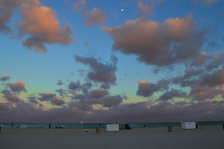 Sunset on South Beach - Wardululu Alsaffar