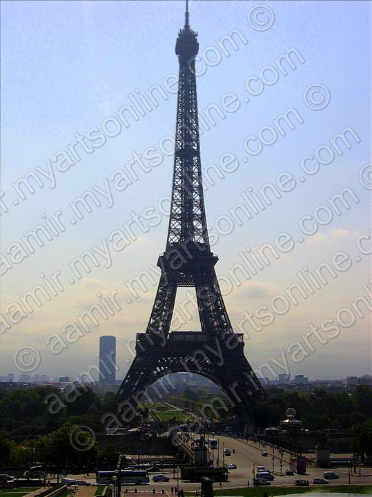 Eiffel Tower under Sun - Aamir Show