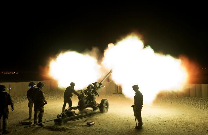 Night,Firing,105mm,Light,Field,Gun - MILITARY PHOTO PRINTS  UK
