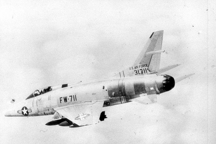 2112 F.100C SUPER SABRE USAF FIGHTER - MILITARY PHOTO PRINTS  UK
