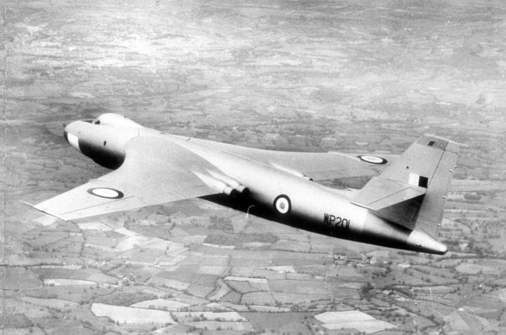 2161 VALIANT BRITISH BOMBER - MILITARY PHOTO PRINTS  UK