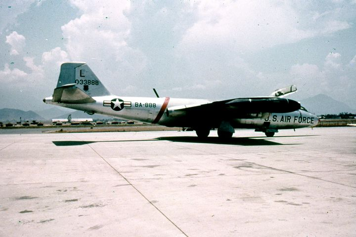 B-57B Canberra tactical bomber - MILITARY PHOTO PRINTS  UK