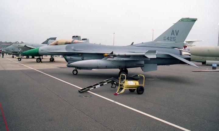 General Dynamics F16C Falcon - MILITARY PHOTO PRINTS  UK