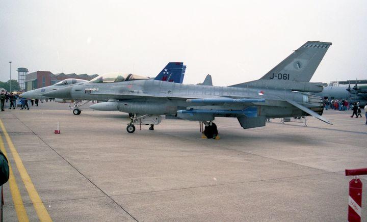 General Dynamics F-16AM Fighting F - MILITARY PHOTO PRINTS  UK