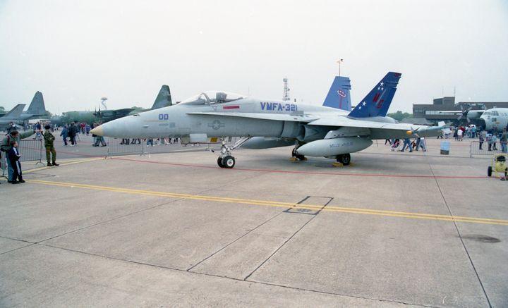 McDonnell Douglas F/A-18A Hornet - MILITARY PHOTO PRINTS  UK
