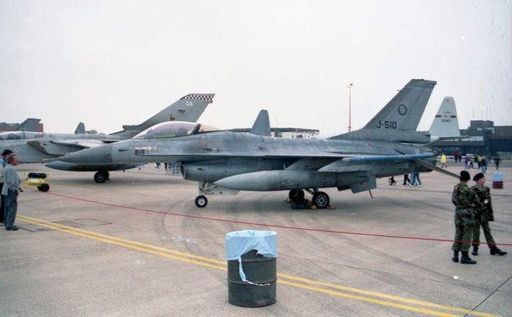 General Dynamics F-16A MLU Falcon - MILITARY PHOTO PRINTS  UK