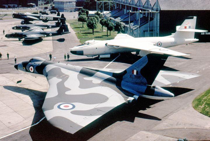 Avro 698 Vulcan B.2 - MILITARY PHOTO PRINTS  UK
