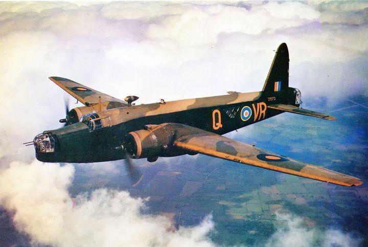 RAF WELLINGTON - MILITARY PHOTO PRINTS  UK