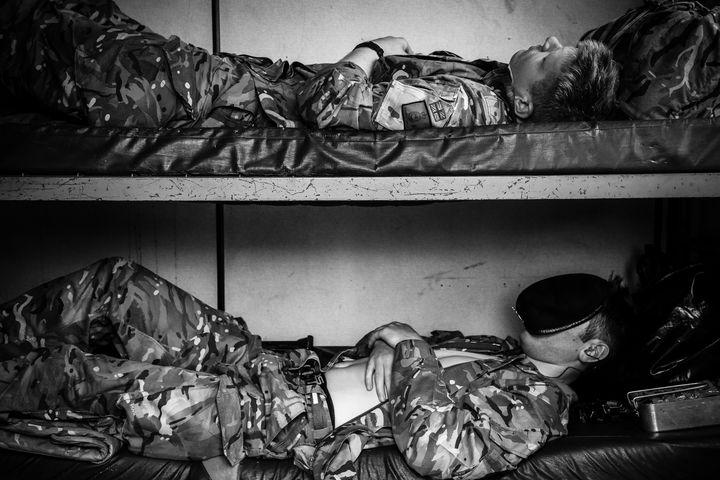 GRABBING FIVE - MILITARY PHOTO PRINTS  UK
