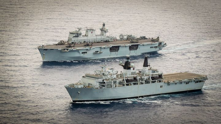 L15,HMS Bulwark - MILITARY PHOTO PRINTS  UK
